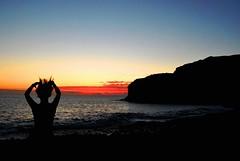 Ella (Mariano Rupérez) Tags: grancanaria azul mar mujer chica ella canarias arena cielo naranja ocaso horizonte piedras bailar veneguera