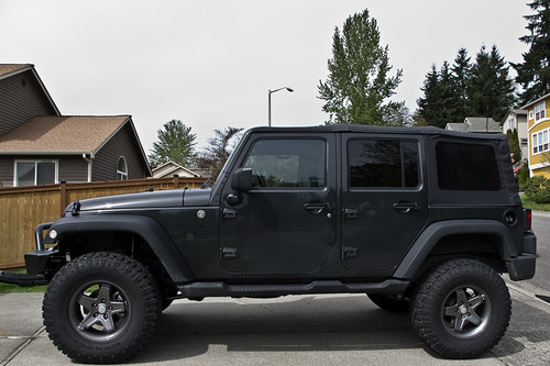Jeep-LiftTiresBumper-0702