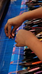 Tessitura (tai ji) Tags: blu mani myanmar stoffa navette birmania telaio d80 tessitura