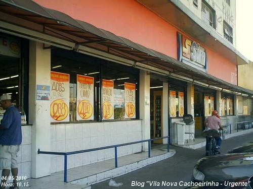 Supermercados Sim continua desrespeitando a Lei da Cidade Limpa.
