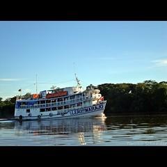Leo do Maraj (Tarcsio Schnaider) Tags: brazil rio brasil river boot boat amazon barco sony par navio transporte belm breves travessia oliveira tarcisio amaznia embarcao barcarena iso125 f130 passageiros w210 nalco 1125s frenteafrente 151mm schnaider thechallengefactory bemflickrbembrasil sonyw210 sonydscw210 19042010 0711h pacovaltransportes portomundurucus