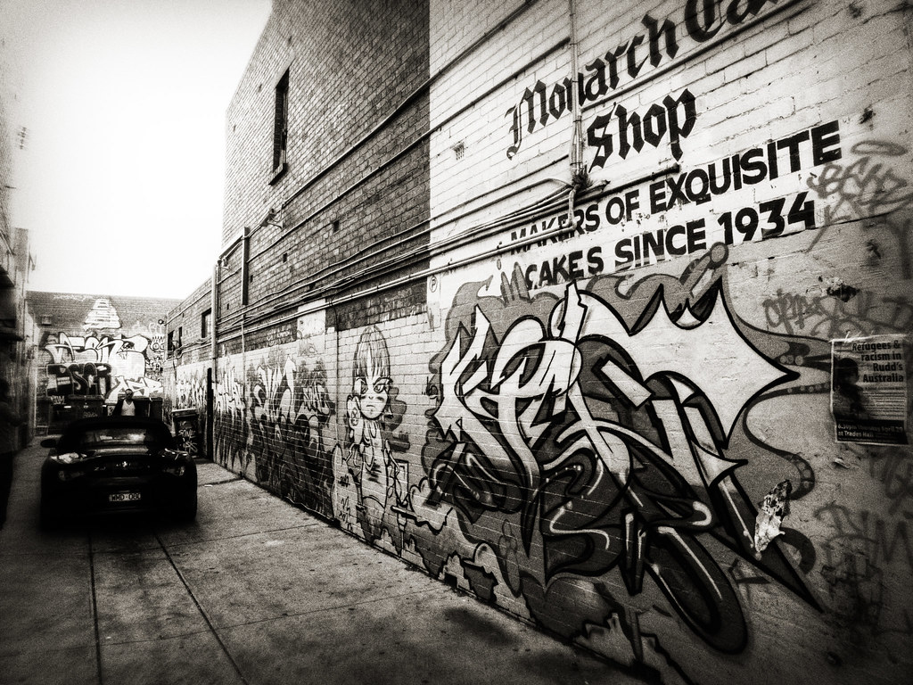 Street Photography: Graffitied Alleyway