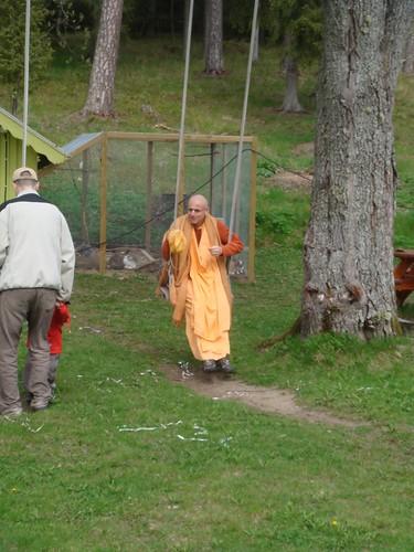 Kadamba Kanana Swami Korsnas Gard and at Ugrasena's 14th May 2010  -0066 por ISKCON desire tree.