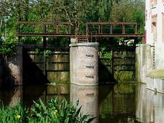 Quelques cartes postales du Nord en mai 2010 (Chti-breton) Tags: france moulin rivière reflet industrie barrage nord etang denain gouffre vanne escaut réhabilitation minoterie valenciennois rivièredesmoulins