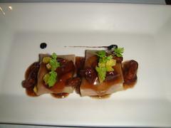 Raviolis de pato con chantarellas, en escabeche de miel y soja