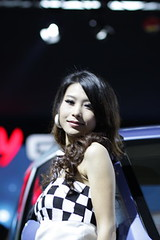 2010 Shenzhen Carshow Girls  (Leo L.S. LIU) Tags: auto sexy beauty canon eos 85mm autoshow chick shenzhen mm f18 18  carshow 2010  ias 500d       szautoshow