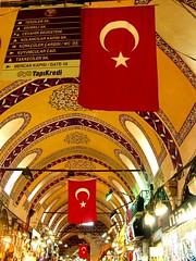 Banderas turcas en el gran bazar (by jmerelo)