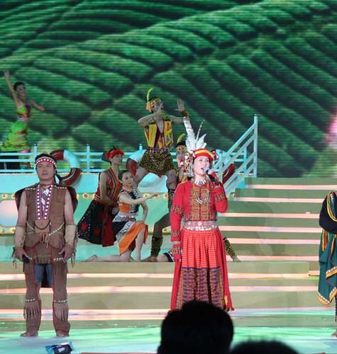 高金素梅和她的文化團隊