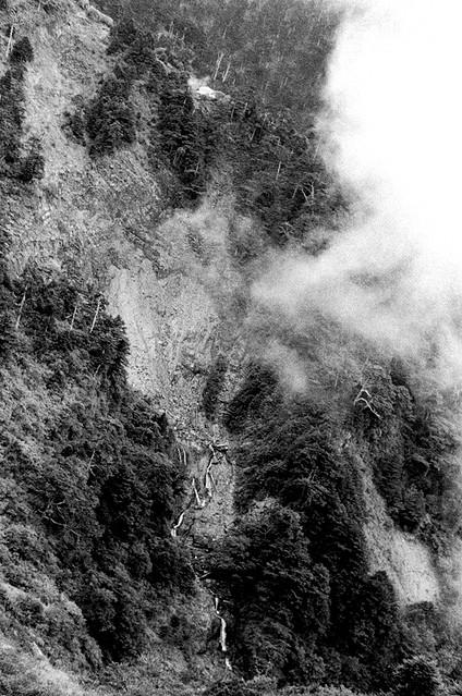 天池山莊與崩壁