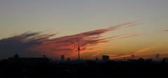 Berlin am Morgen des 14. Oktober 2010 (torsten hansen (berlin)) Tags: morning light colour berlin clouds sunrise landscape licht reichstag fernsehturm hansen landschaft farbe sonnenaufgang morgen televisiontower berlinerdom torsten wollken