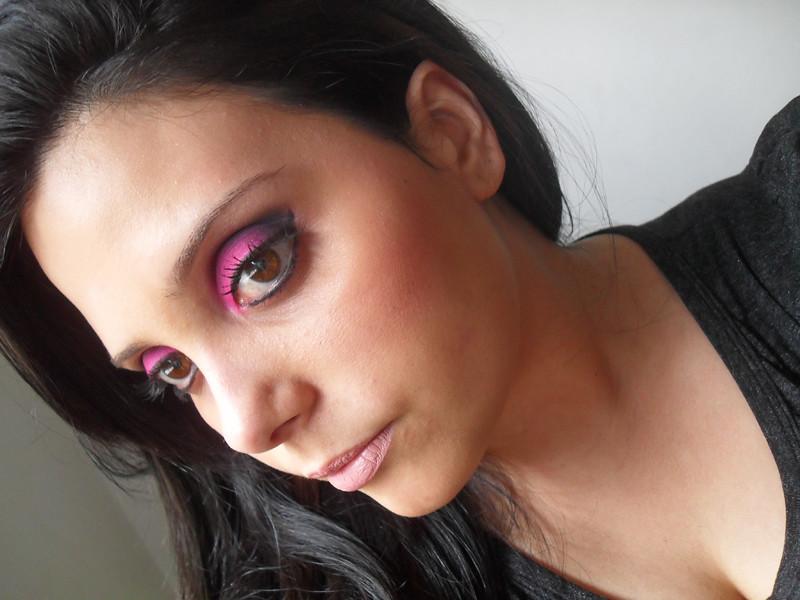 5123194918 2c3c8e563f b Que makeup usar com vestido preto?