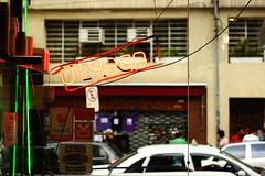 (Bia Nascimento) Tags: restaurante sp carros augusta rua paulo são cenas luminoso rotina paulistanas canont1i