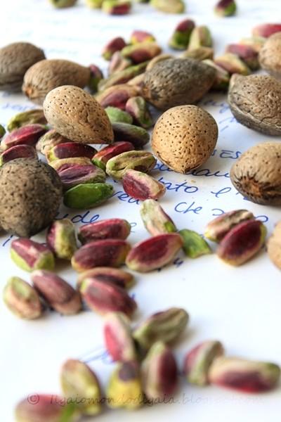 mandorle amare e pistacchi