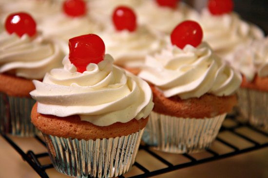 Tres Leche Cupcakes Header