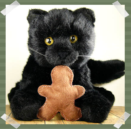 Kitteh and gingerbread man