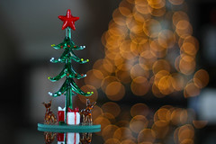 363 days and counting! (.snap.sh00ter.) Tags: christmas tree canon reindeer 50mm bokeh gifts presents f18 xsi