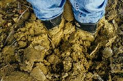 adv199803090302fz (CHGummistiefel) Tags: mud stuck wellies rubberboots sinking gummistiefel gumboots schlamm
