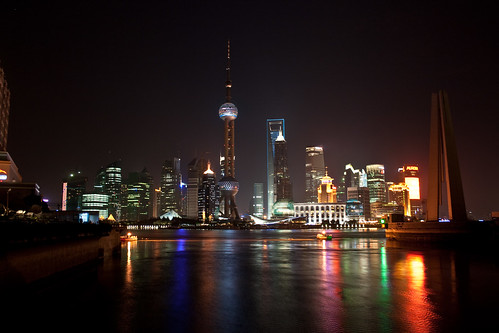 Pudong from Suzhou Creek (by niklausberger)