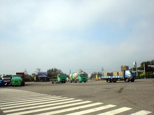 04.壯闊的大卡車奔騰場面