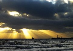 Aberdeen Morning Sunrise (w11buc) Tags: sea sunrise canon scotland boat aberdeenshire harbour postcard aberdeen sunrays 5photosaday greatscot