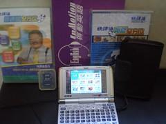 100%work ,外殼9成9新,運叉电机,英文/普通話學習光碟,保護袋,SD2GB記憶咭原價$2760,現特$2000