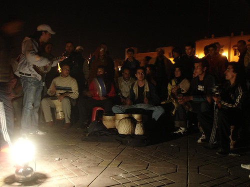 Photo des musiciens de rue dans la place Jemaa el Fna à Marrakech