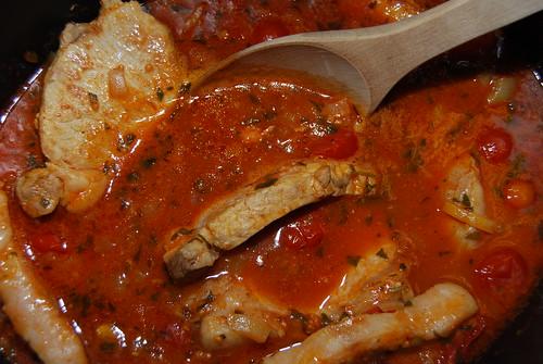 Tomat- och salviabräserade fläsklotletter gryta