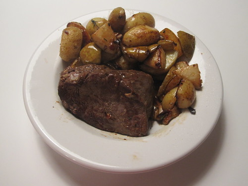 Moose roast with roasted potatoes and pears