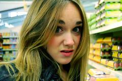 Te pasa algo? (Belen Roldan) Tags: portrait luces chica negro supermarket ojos rubia labios rosas cuero azules expresin