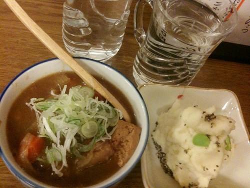 #tachinomi 中野の立ち飲みにきたよ!鎌倉酒店。前割280 円にポテサラ200円、肉豆腐380円!めちゃ美味 いよ!あたりのみせ、また見つけちゃった!