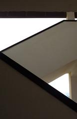Como encajar la insignificancia de un destino en zig-zag (Tremendo Portillo) Tags: geometric geometrico architecture stairs arquitectura graphic geometry angles zigzag escaleras grafico geometria roquetasdemar angulos tramo edificiotropicana