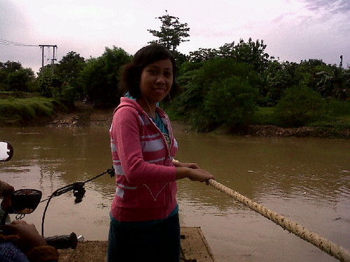 Nunik di Perahu Penyeberangan