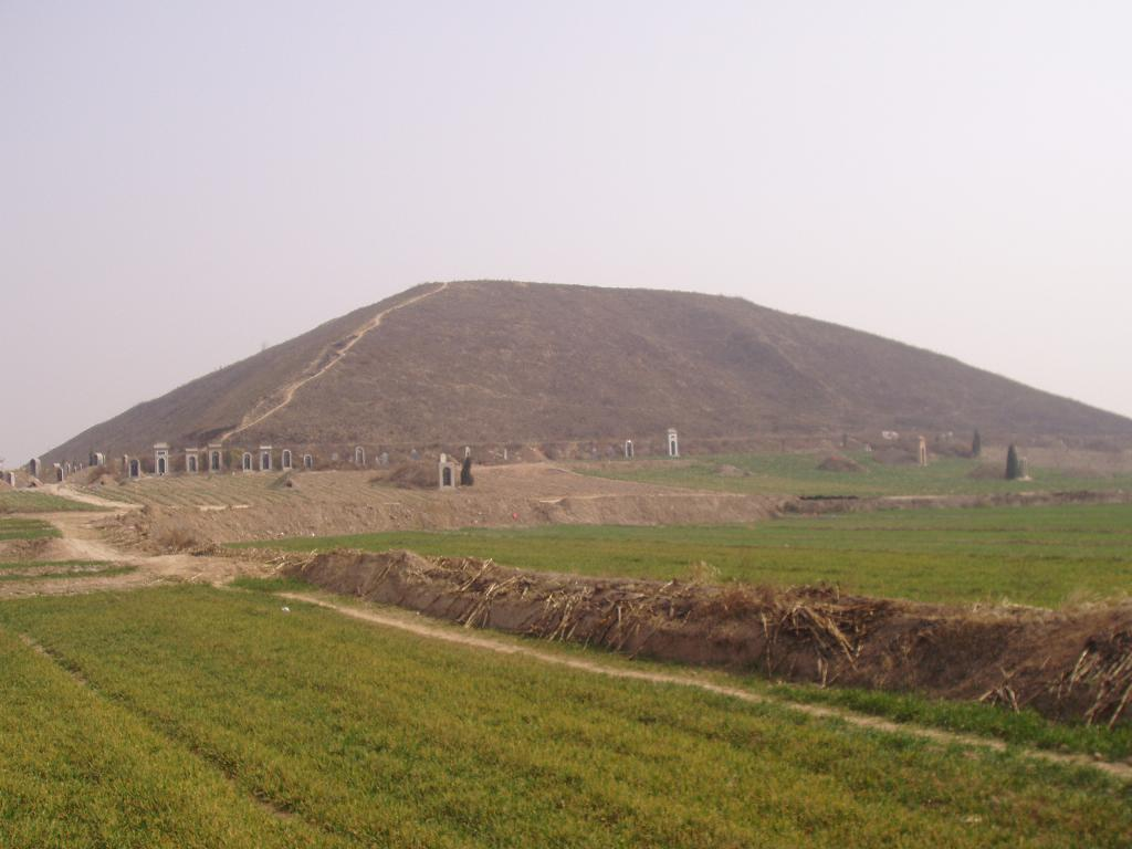 China_Pyramid_Yalip_960374