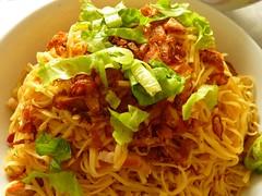 Mum's fried noodles (JoyceSeah_Singapore@flickr) Tags: food cooking cuisine singapore traditional chinese skills chinesenewyear mums cny noodles ethnic fried 食物 culinary mee 2010 吃 新年 cookery singaporean 快乐 传统 vitaminj 华人 糕点 tz7 烹调 zs3 vitaminjsmumcancook dishh
