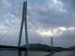 2565 Tatara Bridge (mari-ten) Tags: bridge sea mountain nature japan cycling hiroshima  2008 onomichi setoinlandsea eastasia  shimanami    18 tatarabridge   200804 20080402 ikuchiisland seishun18travel