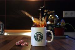 starbucks splash (donchris!™) Tags: cup tasse coffee café keks cookie kaffee biscuit starbucks splash caffè copa kawa spritzer spruzzo ciastko salpicaduras filiżanka éclaboussure odprysków