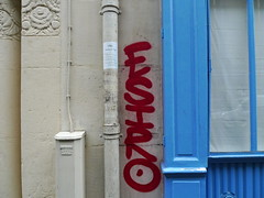 Esiro Art Dco (Gabri Le Cabri) Tags: blue red white paris shop wall graffiti beige artdeco 75018 paris18 esiro