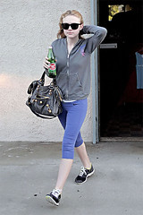 37755PCN_Dakota (PrawnStar*) Tags: california usa sunglasses losangeles fulllength tights bottledwater nike spandex zipup dakotafanning stretchpants leatherpurse fancywater nikesneakers greysweatshirt workoutclothes nikepants mountainvalleyspringwater stretchtrousers