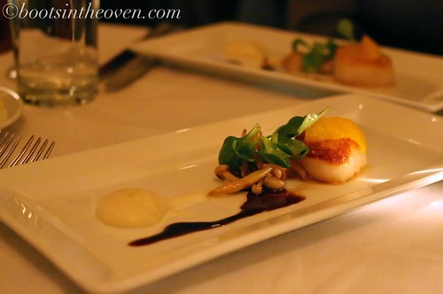 seared dayboat scallops on celeriac puree wth beech mushrooms, orange and balsamic $19