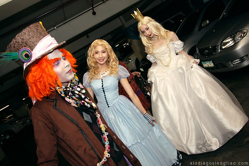 Ash *orangeish's Alice costume and my White Queen costume in 2 weeks!