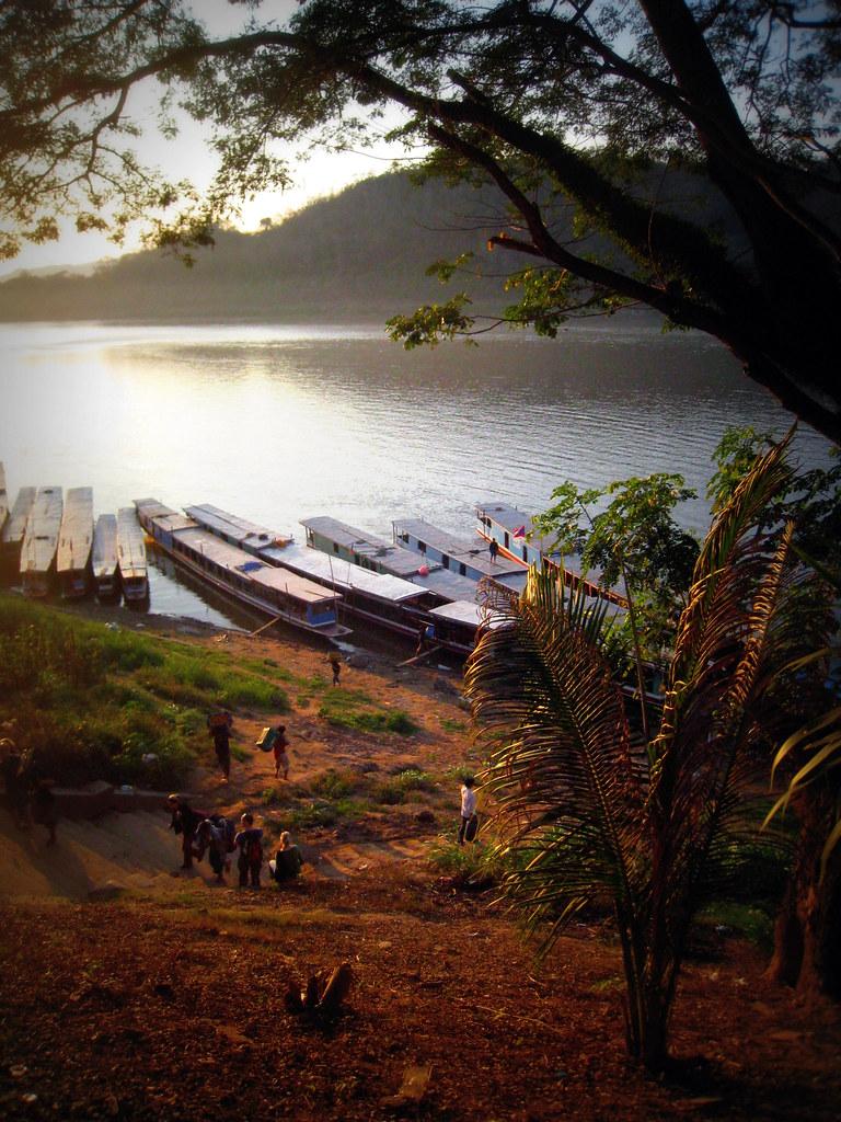 Sur la rive du Mékong