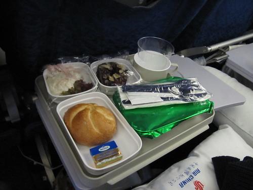 erstes Essen auf dem Air-China-Flug von Frankfurt nach Beijing