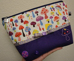 Necessaire - Purple Mushrooms (Janana Machado) Tags: mushrooms purple stitching handbag cutebag cosmeticbag ncessaire bolsapatchwork cutebuttons bolsadetecido bolsaartesanal bagorganizer cosmeticpouche cutemurshrooms