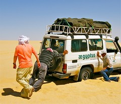 (1082) Car run aground / festgefahren (unicorn 81) Tags: voyage africa travel people color sahara car trekking landscape sand colorful desert northafrica egypt adventure egyptian shooting egipto 2009 gypten egitto excursion egypte reise egypten rundreise roundtrip egipt gypte shootingpeople mapegypt jeepsafari misr nordafrika gelndewagen egypttrip april2009 gypten crosscountryvehicle aegyptus worldtrekker  gyptusintertravel gyptenreise schulzaktivreisen saharacolors photo10011500