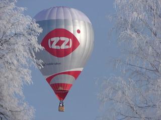 Gaisa balona lidojums ziemā.