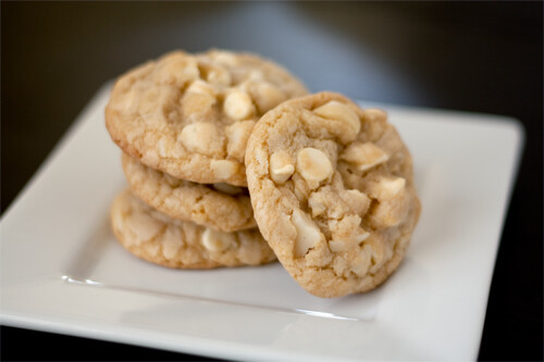 White Chocolate Macadamia Nut Cookies - Handle the Heat
