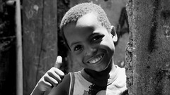 [フリー画像] [人物写真] [子供ポートレイト] [外国の子供] [少年/男の子] [ブラジル人] [笑顔/スマイル] [モノクロ写真]    [フリー素材]