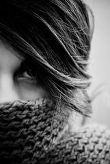 (-Ettina) Tags: friends bw macro occhi dettagli sciarpa capelli