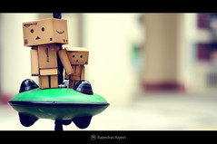 | Aby we are on a UHO! | (Rajendran Rajesh) Tags: kolam aby danbo d90 revoltech rajeshpics nikond90 dsc5807 danbomini rajendranrajesh cardboardtoy 365dayswithdanbo danboinsingapore