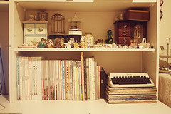 clean desk (pearled) Tags: records birdcage typewriter desk vinyl frankie figurines ornaments lula magazines yen owls cleandesk miniatureteasets lovemagazine
